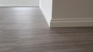 Corner skirting board